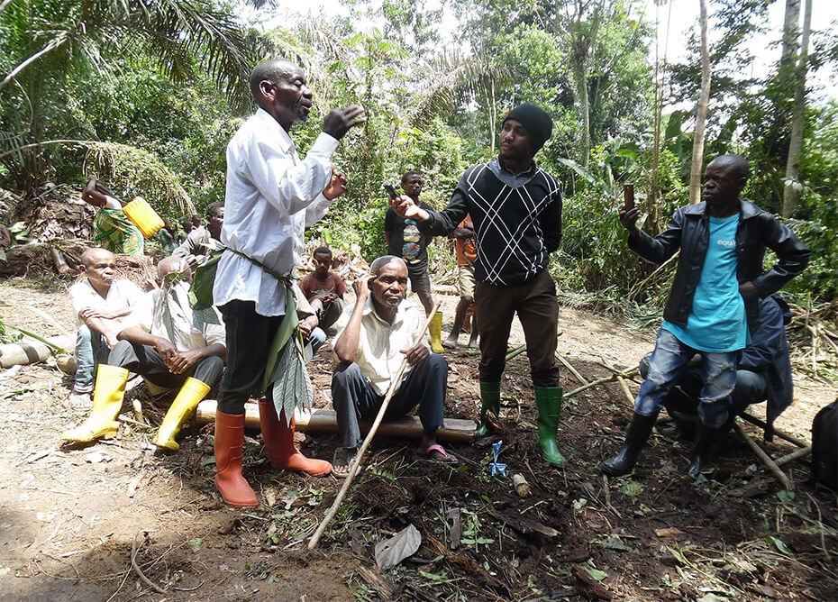 Village elder calls for secure land title for Apakoko community forest and demands action to remove illegal loggers and miners occupying customary forest land in Mambassa Territory, Ituri Province, DRC © 2017 Nadia Mbanzidi Banota, FPP.